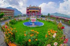 博克拉,尼泊尔- 2017年10月06日:西藏建筑学鸟瞰图  萨迦派修道院是香客和游人 免版税库存图片