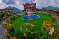 博克拉,尼泊尔- 2017年10月06日:西藏建筑学鸟瞰图  萨迦派修道院是香客和游人 库存照片