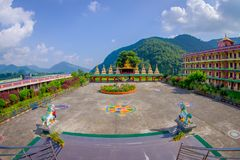 博克拉,尼泊尔- 2017年10月06日:西藏建筑学 萨迦派修道院是香客和游人目的地 其 免版税库存图片