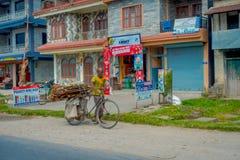 博克拉,尼泊尔- 2017年10月06日:镇的一些老大厦室外看法,位于尼泊尔 免版税库存图片