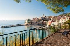 博利亚斯科,小海全景在热那亚北意大利附近的村庄 库存照片