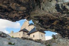 博博利采,波兰- 2017年8月13日:博博利采城堡的看法有石头的 库存照片