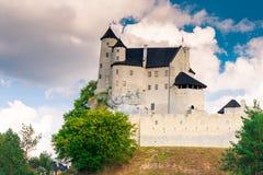 博博利采,波兰- 2017年8月13日:在小山的美丽的中世纪城堡博博利采 免版税图库摄影