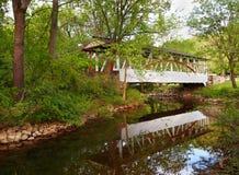 博士 Knisley被遮盖的桥 库存照片