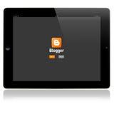 博客作者在苹果计算机iPad屏幕上的注册页 免版税库存图片