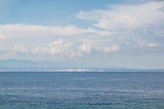 博尼法乔海峡 地中海 科西嘉 从撒丁岛的海岸的看法 免版税库存图片