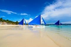 博拉凯,菲律宾 使白色靠岸 免版税库存照片