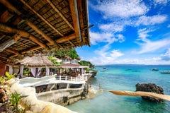 博拉凯,菲律宾- 2017年11月18日:西部小海湾手段周围的热带海,是著名地标在的博拉凯海岛 免版税库存照片