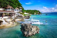博拉凯,菲律宾- 2017年11月18日:西部小海湾手段周围的热带海,是著名地标在的博拉凯海岛 库存照片