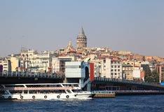 博斯普鲁斯海峡桥梁galata伊斯坦布尔塔 免版税库存图片