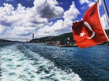 博斯普鲁斯海峡海峡土耳其旗子火鸡 库存照片