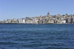博斯普鲁斯海峡galata伊斯坦布尔海岸线塔 免版税库存照片