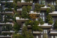 博斯科verticale垂直的森林住宅塔在米兰 库存图片