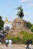 博格丹・赫梅利尼茨基的纪念碑索非亚广场的在Kyiv,乌克兰 库存照片