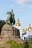 博格丹・赫梅利尼茨基的纪念碑索非亚广场的在Kyiv,乌克兰 图库摄影