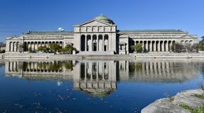 博物馆和它的反射 库存图片