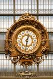 博物馆奥赛的金黄时钟 法国巴黎 库存照片