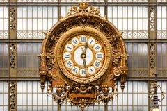 博物馆奥赛的金黄时钟 法国巴黎 免版税库存照片