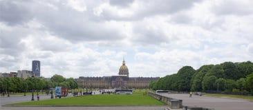 博物馆当代历史和大教堂的看法  图库摄影