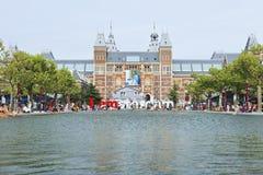 博物馆正方形的池塘。 免版税库存图片