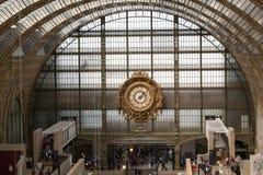 博物馆D'Orsay的金黄时钟在巴黎 免版税图库摄影