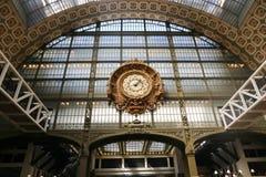 博物馆D'Orsay的金黄时钟 免版税库存图片