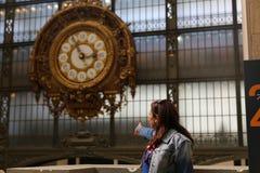博物馆D'Orsay的金黄时钟 库存图片