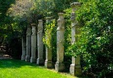 博马尔佐,意大利- 2017年9月08日-古老神象专栏,在著名Parco dei Mostri,也叫Sacro博斯科或Giardini二 库存照片