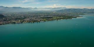 博登湖全景有市的Bregenz和Dornbirn 免版税库存图片