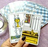 占卜用的纸牌占卜隐密魔术 免版税库存图片
