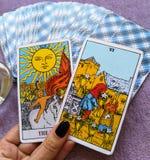 占卜用的纸牌占卜隐密魔术 库存照片