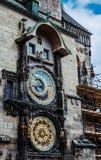 占星术和esotericism 古老天文学时钟在布拉格 旅途通过中欧 库存照片