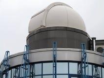 占星术观测所望远镜圆顶现代大厦  免版税库存照片