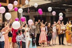 占碑省,印度尼西亚- 2018年10月7日:气球在中国庆祝的一次庆祝时被发布了 免版税图库摄影
