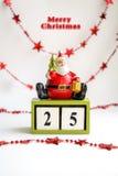 贺卡与圣诞老人、词圣诞快乐和日期12月25  保存日期日历 库存图片