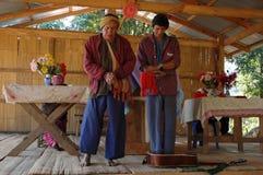 卡伦农村教会的部落人 库存图片