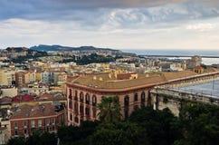 卡利亚里全景街市在日落在撒丁岛 免版税图库摄影