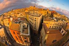 卡利亚里全景街市在日落在撒丁岛 免版税库存图片