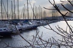 卡利亚里,意大利- 2012年2月12日:小游艇船坞Su Siccu -撒丁岛 库存图片