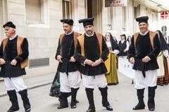卡利亚里,意大利- 2013年5月1日:357 Sant ` Efisio -撒丁岛宗教队伍  免版税图库摄影