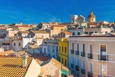 卡利亚里-撒丁岛,意大利:老市中心的都市风景 图库摄影
