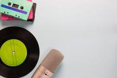 卡型盒式录音机、话筒和录音机 免版税库存图片