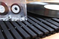 卡型盒式录音机和乙烯基 免版税库存图片