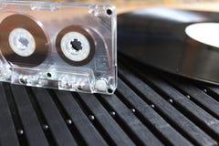 卡型盒式录音机和乙烯基 免版税图库摄影