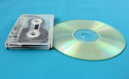 卡型盒式录音机和光盘 连接时间 库存图片