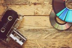 卡型盒式录音机和CD的圆盘 免版税库存图片