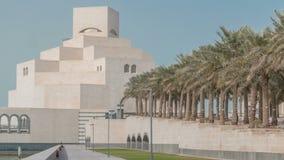 卡塔尔伊斯兰教的艺术timelapse ` s博物馆在它的人造海岛上的在多哈Corniche旁边 影视素材