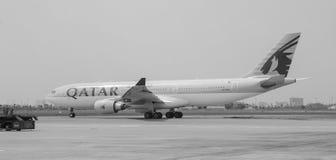 卡塔尔在樟宜机场的飞机停车处,新加坡 图库摄影