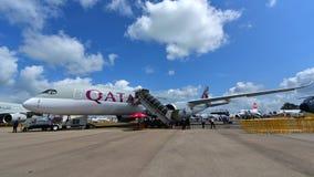 卡塔尔空中客车在显示的A350-900 XWB在新加坡Airshow 库存图片