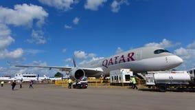 卡塔尔航空空中客车在显示的A350-900 XWB在新加坡Airshow 免版税图库摄影